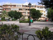 Los Montesinos Town Square